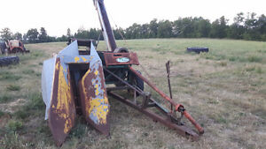 New idea 323 corn picker husker