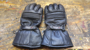 Leather riding gloves