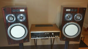 Realistic stereo receiver w/Hitachi speakers
