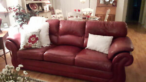 BEAUTIFUL SOLID/REAL LEATHER BURGUNDY SOFA