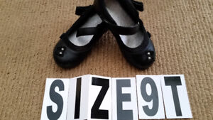 Shoes for girl Size 9 , wear few times , good condition $4