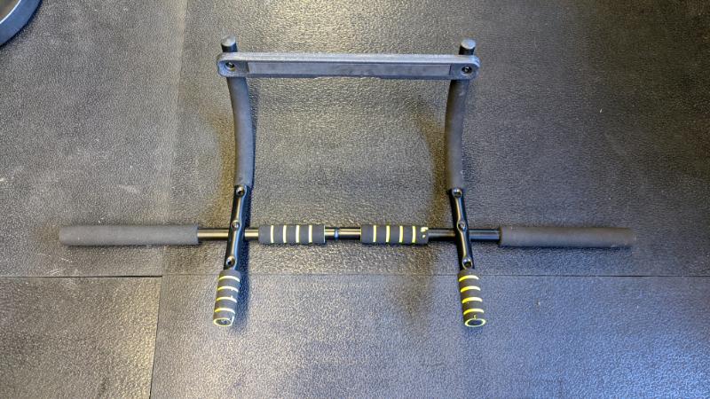Free pullup bar