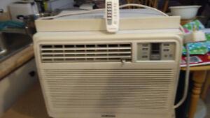 2 climatiseurs 8000 et 10 000btu