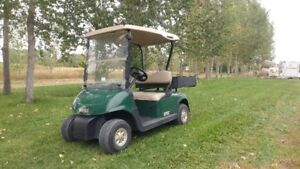 GOLF CART WITH CARGO BOX