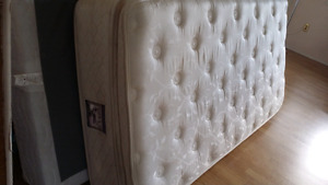 Very Nice twin/single mattress and boxspring