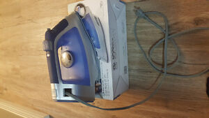 Hamilton Iron with Retractable cord plus Ironing Board