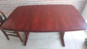 Beautiful Rosewood dinning table with two extensions.
