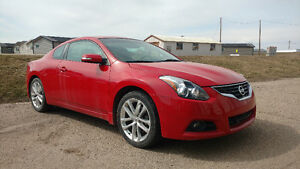 2011 Nissan Altima Coupe (2 door) 3.5L loaded / leather / low km
