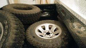 4 GoodYear Wrangler Mud 235/75/r15