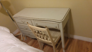 Bedroom Hardwood Dresser with Chair for Sale