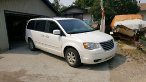 Price reduced 2008 Chrysler town and country touring