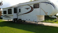2012 Canion Trail 33ft fifth wheel camper