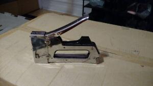 Agrafeuse Arrow T-32M stapler