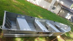 14ft Aluminum with 25 HP mercury motor
