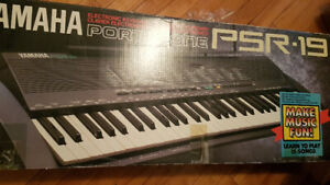 Piano yamaha PSR-19 Keyboard avec support