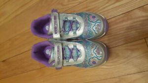 Girls size 2.5 Stride Rite shoes - NEW