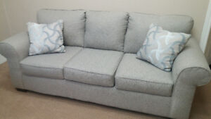 Beautiful couch (almost brand new)