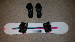 Womens/Teens Flow 143 snowboard, bindings and boots