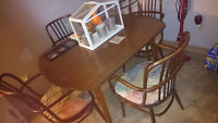 antique dining room table set with 4x chairs pick up in SE