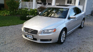 2010 VOLVO S80 3.2 in excellent shape and low kilometers