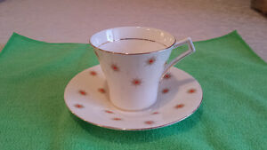 "Royal Albert ""Star of Eve, Orange Stars"", Art Deco Cup & Saucer Cambridge Kitchener Area image 1"