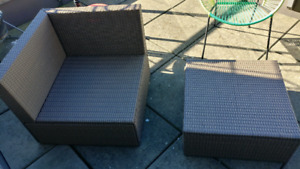 Patio chair/table (pick up only)
