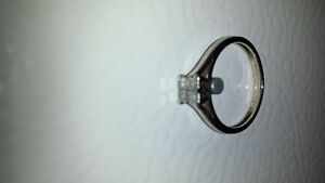 Women's 10K white gold ring,Payed $500 new,$100 for quick sale
