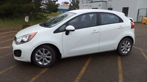 14 RIO5 - auto - 4 door - LOADED - ALLOYS - A/C - ONLY 69,000KMS