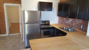 AVAILABLE NOW-MODERN 2-bed 2-storey STAINLESS+LAUNDRY+BACKYARD