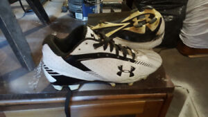 football / turf shoes mens size 10