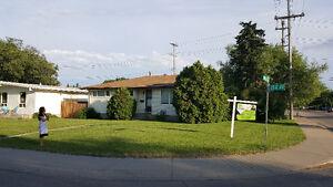 BIG HOUSE NEAR LYNWOOD & RIO TERRACE SCHOOL Edmonton Edmonton Area image 1