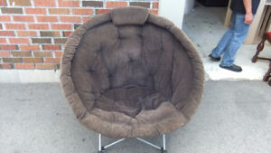 round corduroy foldable papasan chair  in exc cond, super comfy