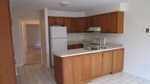 Mississauga/steps to Square One/Rooms for rent/Sheridan students