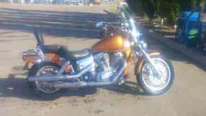 2006 honda vt 1100 runs and drives excellent battery ready to go