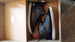 Girls shoes size 6.  Brand new