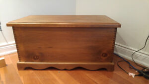 Pine blanket box/chest