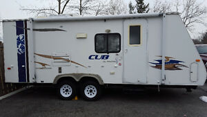 Cub hybrid 24 foot with power slide out in excellent condition