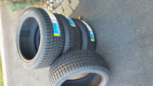 4 pneus d'hivers michelin x-ice xi3 225 45r17 Neuf.