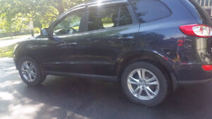 2011 Hyundai Santa Fe == remote start and ALL WHEEL DRIVE===