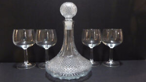 VINTAGE CLEAR CUT GLASS DECANTER WITH 4 GLASSES -- MINT