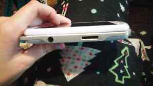 PSP go pearl white in perfect condition Kingston Kingston Area image 5