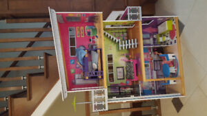 Doll house, contemporary and basically brand new.