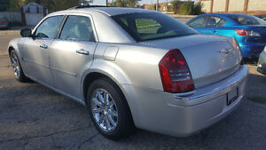 2007 Chrysler 300-Series 5.7L HEMI Sedan - LOW KM! MINT! Kitchener / Waterloo Kitchener Area image 3