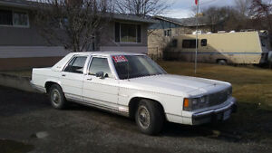 1991 Ford LTD Crown Victoria Sedan