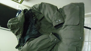 Manteau Vert XL Marque: Claiborne-Downvill Blead