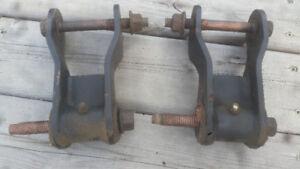 "XJ rear shackles for 1.25"" lift"