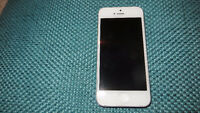 Iphone 5 - 16gb - White locked to Rogers