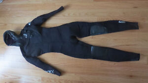 WETSUIT - 5,4,3 Roxy Size 8 Tall
