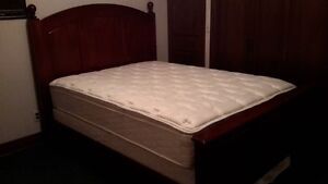 SOLID WOOD QUEEN BED WITH MATRESS AND BOXSPRING LIKE NEW***