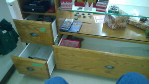 Commercial style Counter/Display cabinet-oak and glass Kitchener / Waterloo Kitchener Area image 3